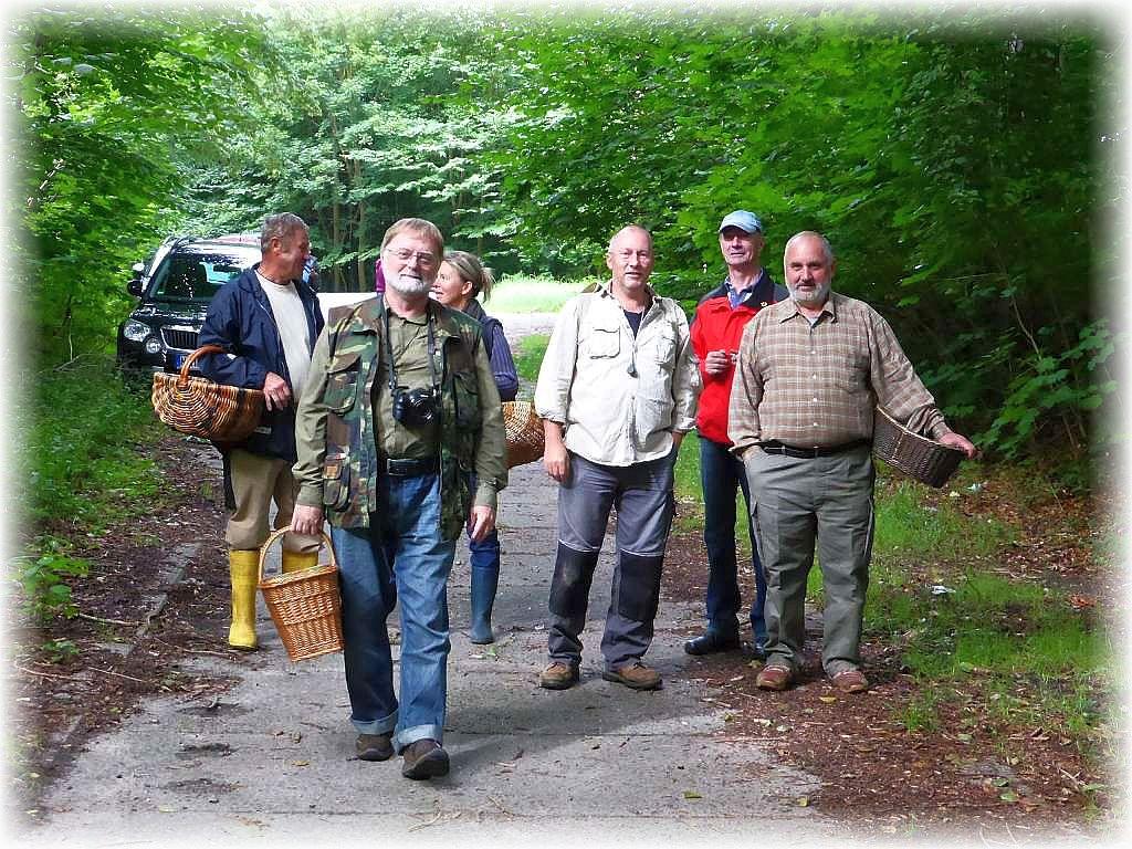 Einige Pilzfreunde aus Rehna um Torsten Richter schloßen sich meinem Vorschlag an und besuchten mit mir das Radebachtal bei Blankenberg. Ein wahres Raritätenkabinet.