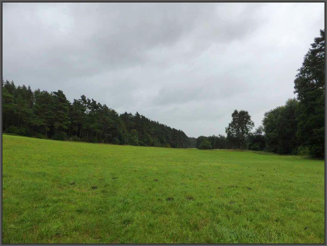 Immer wieder ballten sich regenschwere Wolken zusammen und ließen ihre feuchte Last auf uns herunterprasseln.