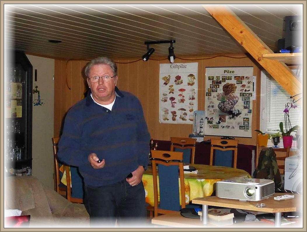 Ulrich Klein zu Beginn seiner Power - Point - Präsentation.