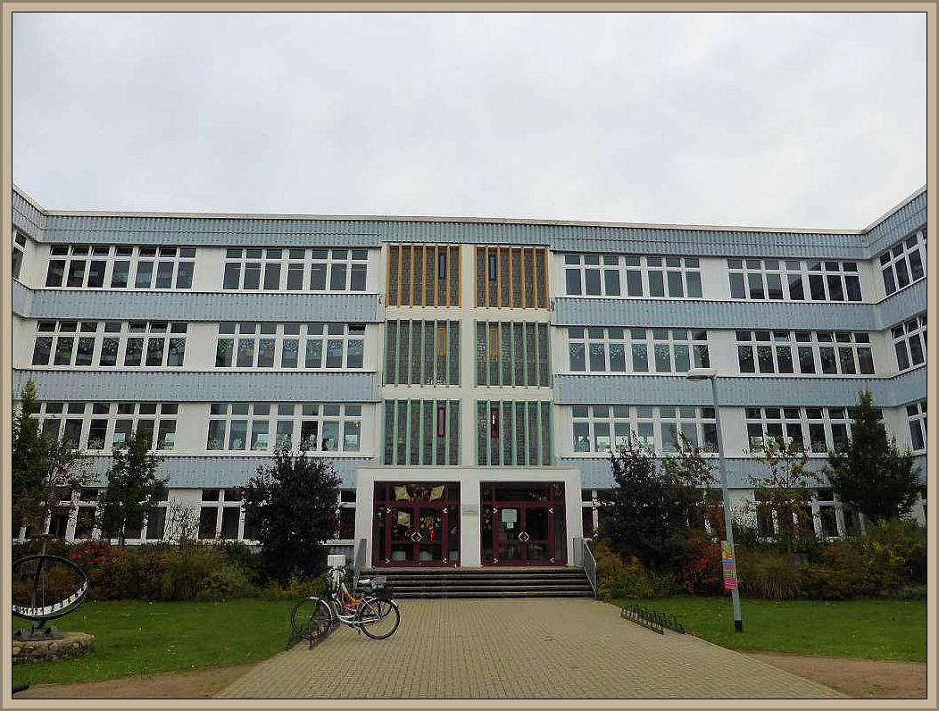 Die Schule am Rietberg in Neuburg war heute wieder Ausgangs - und Endpunkt einer kleinen Pilzwanderung mit Kindern der 4. Klassen.