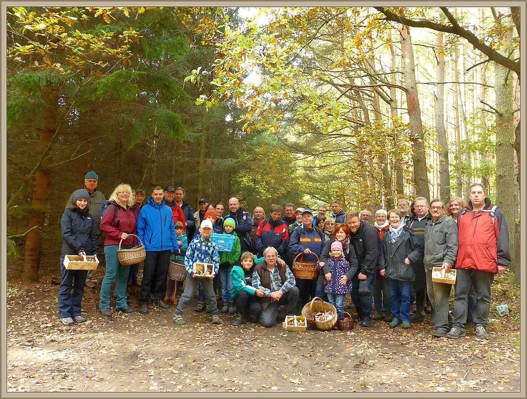 Unser Abschlußfoto. Wie man sieht waren wir heute fast 40 Leute. Trotzden war es auch für mich eine sehr schöne und harmonische Lehrwanderun. Es hat sehr viel Spaß gemacht und auch das Wetter war super! 24. Oktober 2015.