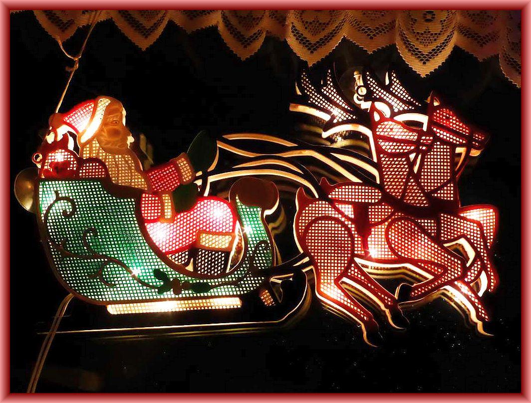 Ob der Weihnachtsmann am Nordpol wohl schon alle Geschenke eingepackt hat seine Rentiere vor den Schlitten gespannt hat? Wenn nicht, bis zum 24. Dezember ist ja noch ein wenig Zeit.