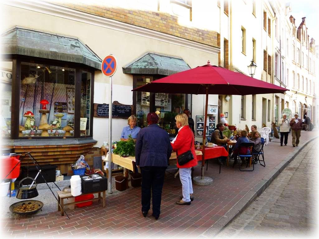 Unser Imbissstand vor dem Steinpilz - Wismar, in der ABC - Straße 21.