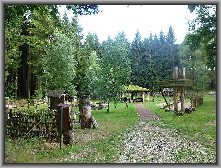 An der Waldschaul Klaabusteruhl in Neu Sammit soll Treff- und Ausgangspunkt zu einer Pilzwanderung durch die Nossentiner/Schwintzer Heide sein.