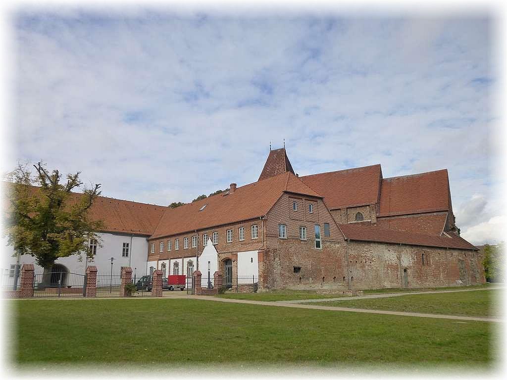 Die altehrwürdige Klosteranlage ist am 1. Oktoberwochenende wieder Schauplatz einer der größten Frischpilzausstellungen im Norddeutschen Raum und unbedingt einen Besuch wert.