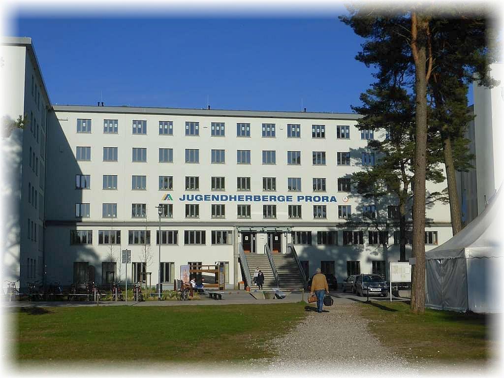Die frisch sanierte Jugendherberge in Prora im ehemaligen KDF - Komplex.