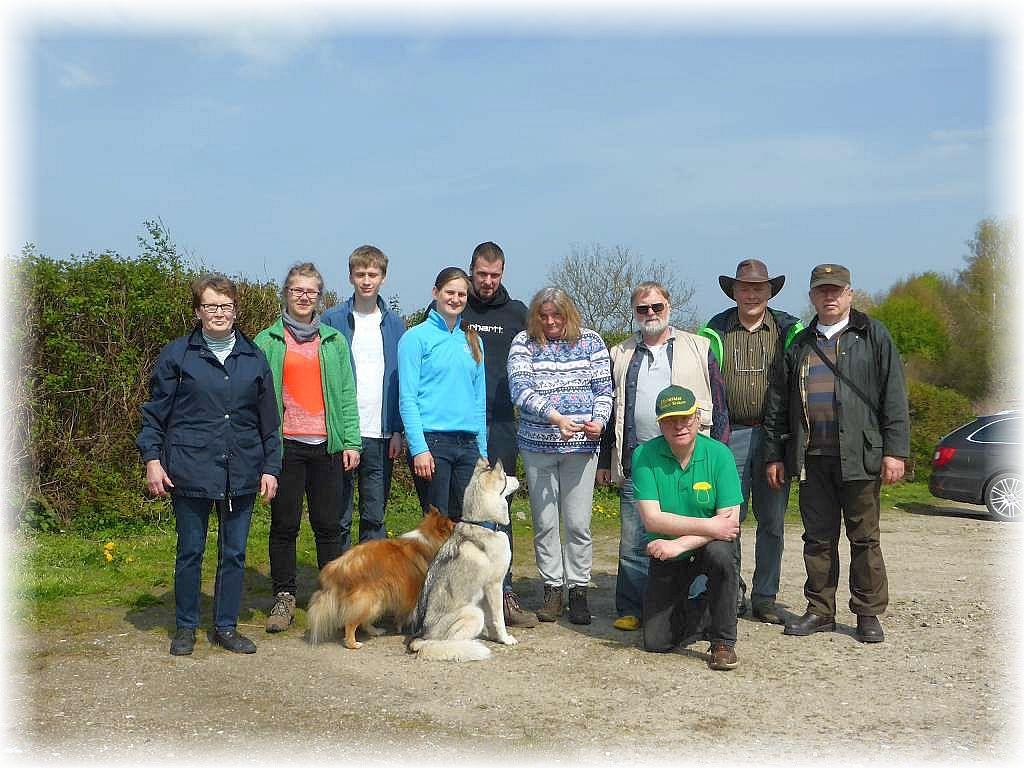 Ebenfalls zur Erinnerung an eine sehr schöne Frühlingswanderung unser Gruppenfoto am Strand von Wittenbeck.