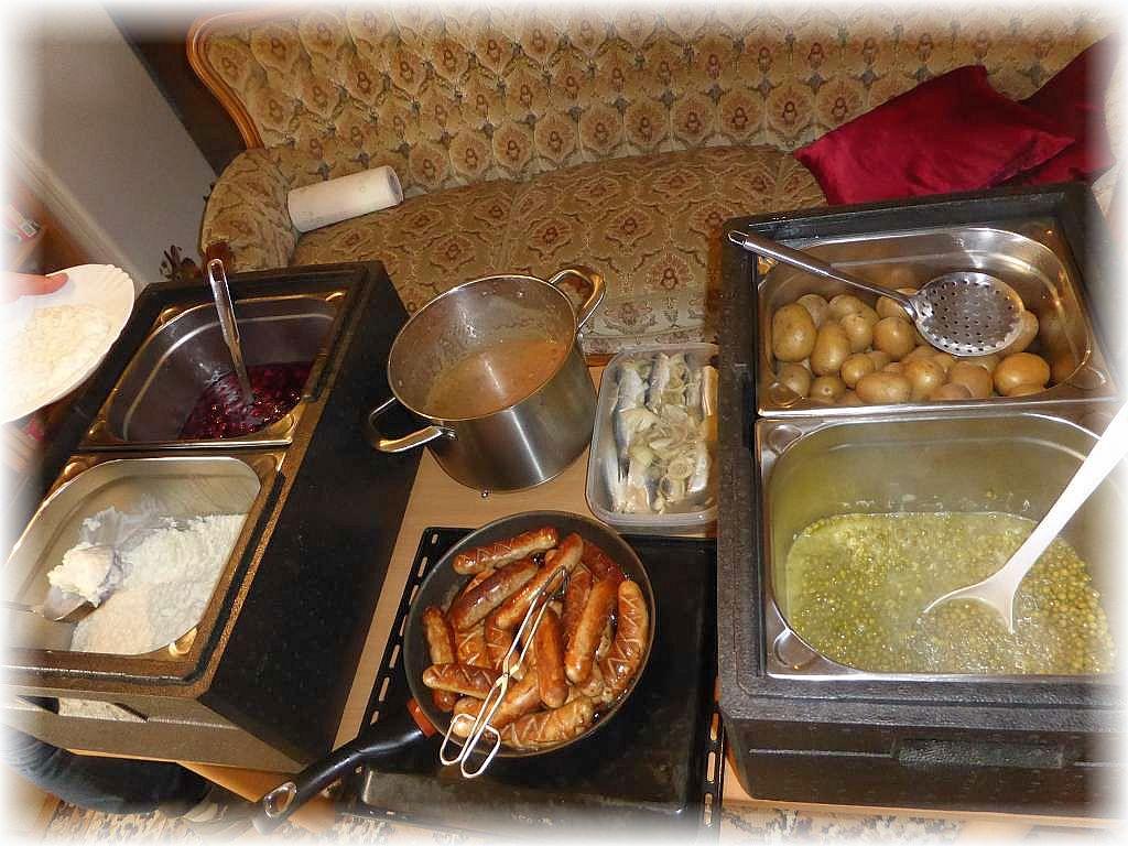 Irena hatte wieder reichlich im Angebot, so dass wahrlich niemand hungern brauchte. Ganz herzlichen Dank für Speis und Trank!