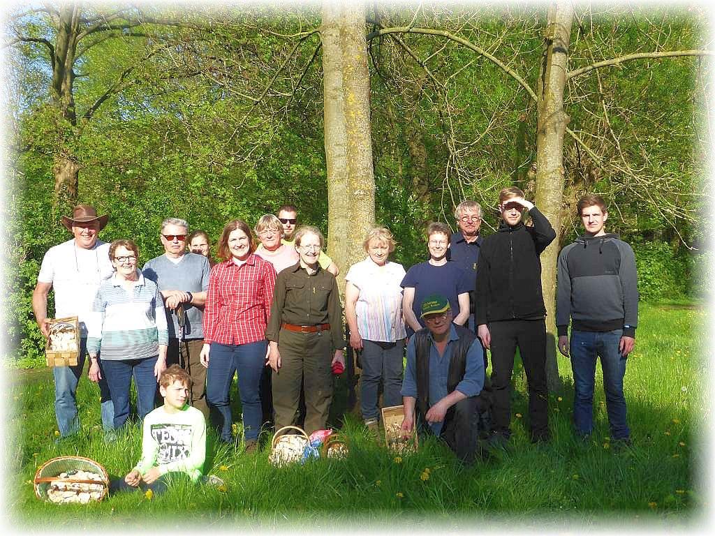 Hier unser Gruppenfoto mit allen Teilnehmern unseres diesjährigen Frühlingsseminars. Es entstand tags zuvor am Faulen See in Schwerin.