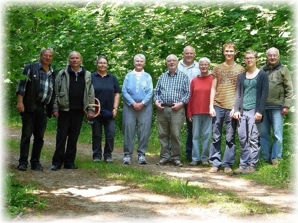 Unser Abschlußfoto. Mit 10 Leuten waren wir heute eine übersichtliche Truppe und es war auch eine recht schöne Wanderung mit schon etwas abwechlungsreicherem Frischpilzangebot: 28. Mai 2016 im Walkmüller Holz bei Bad Doberan.