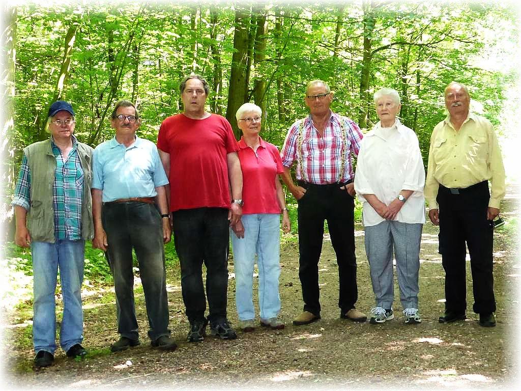 Unser Erinnerungsfoto. Eine kleine Gruppe aber um so schöner die heutige Exkursion bei freundlichem Juni - Wetter.