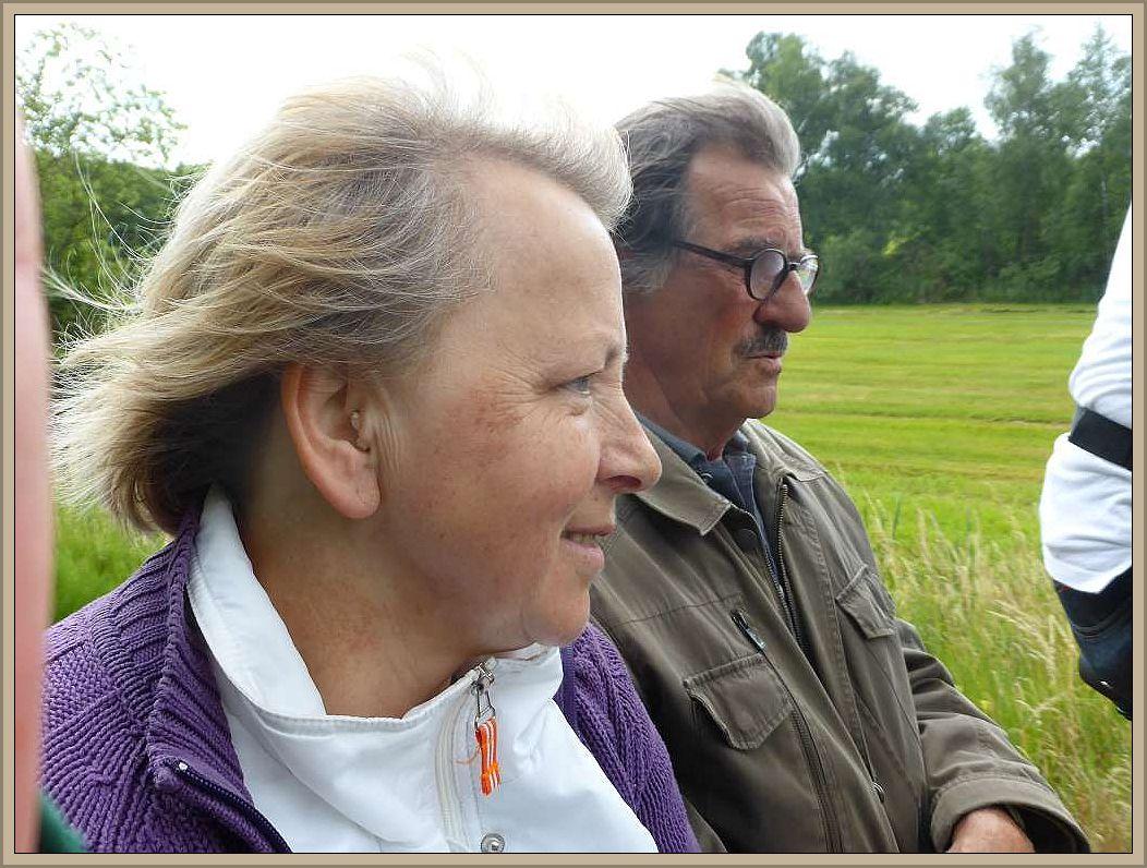Irena und Jürgen genießen es sichtlich, durch die Sommerfrische Kutschiert zu werden.