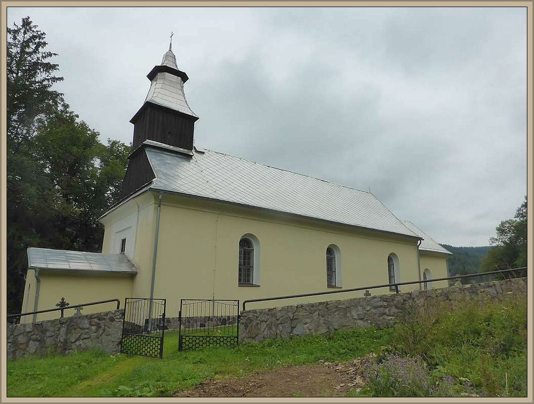 Die Kirche von Vricko.Im Jahre 1258 wurde der Ort von Mönchen gegründet. Mönchwiese oder Münnichwies, wie der Ort früher hies, verweisen darauf. Auch heute befindet sich hier ein Klosterorden. Bersiedelt wurde der Ort im laufe der Zeit von Zuwanderen aus Österreich und Bayern und die meisten Bewohner bekannten sich bis 1945 zur deutschen Volksgruppe. Nach dem 2. Weltkrieg wurden sie vertrieben und strandeten hauptsächlich in Mecklenburg und Süddeutschland.