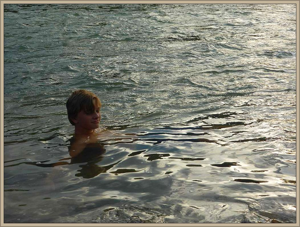 Mit Schwimmen, so wie im Keezer See oder der Ostsee, war hier leider nichts. Die starke Strömung mit dem kalten Gebirgswasser machten dieses unmöglich. Ein kurzes Bad war aber dennoch drinn.