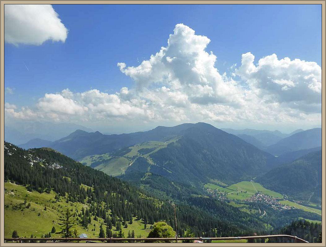 Leider war es etwas diesig, so dass die Sicht auf das Kaisergebirge getrübt war.