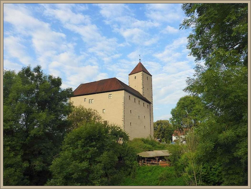 Die Burg Trausnitz im ersten Sonnenlicht des 19. August 2016, dem Tag unserer Heimreise.