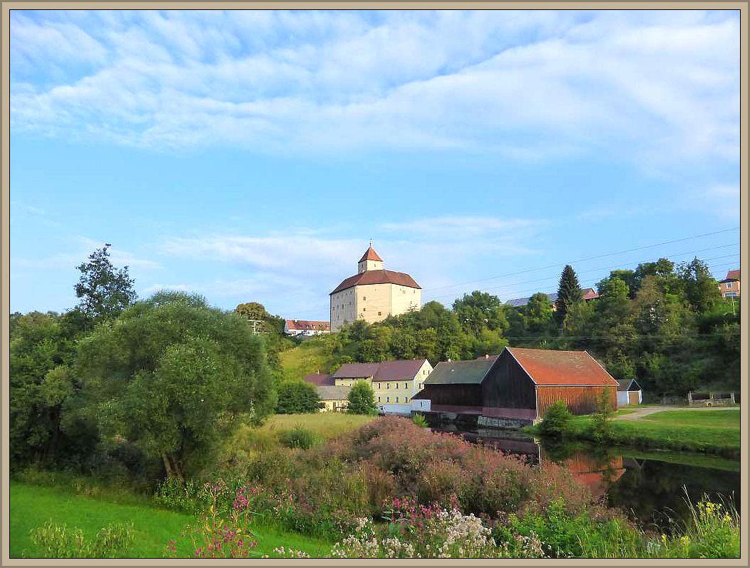Am morgen des 19. August traten wir endgültig die Heimfahrt an. Ein letzter Blick zurück auf den verträumten Ort Traunstein mit seiner historischen Burganlage, in der wir nächtigen durften. Übrigens finden hier vom 2. - 4. September 2016 ein Ritterfest satt.