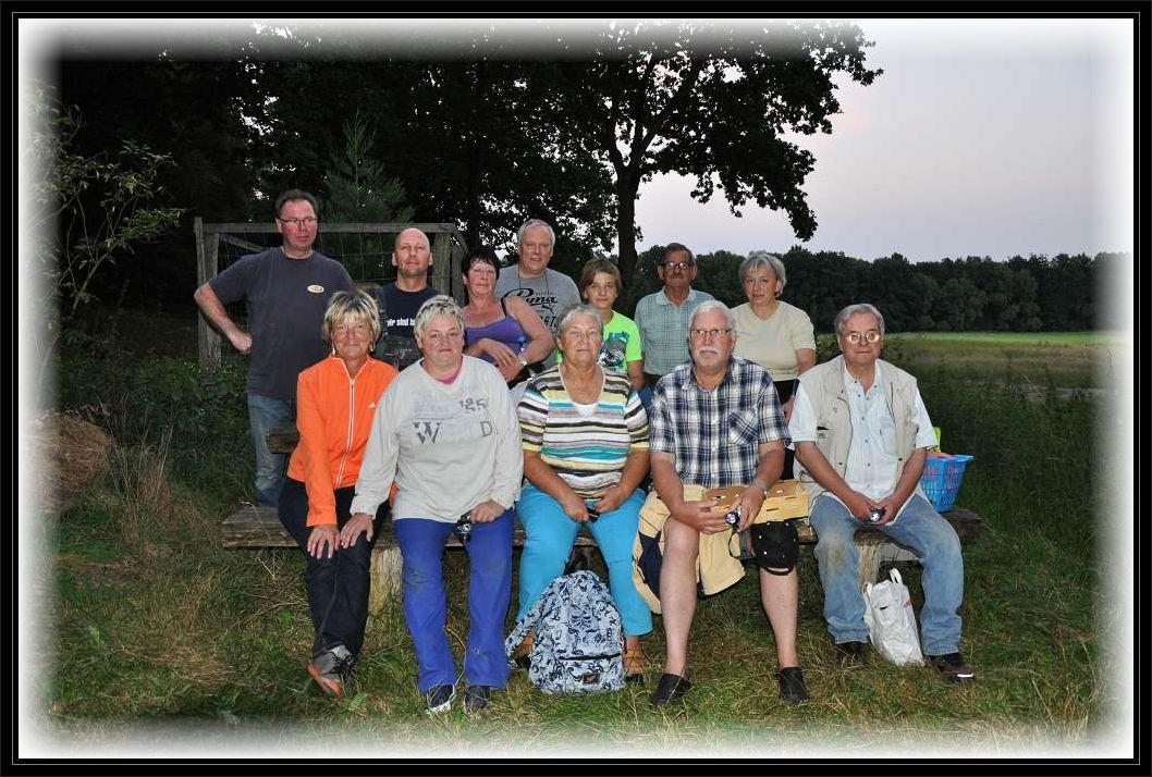 Das Gruppenfoto entstand zu Beginn der Tour in Bahlenhüschen. Quelle: SVZ.