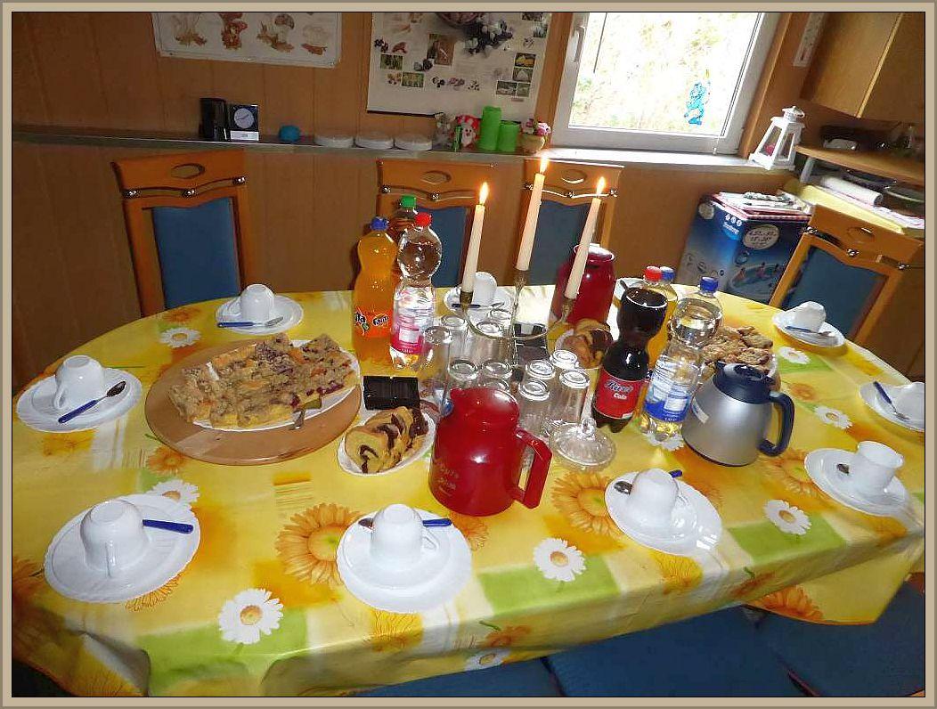 Bevor wir starteten und das kleine Herbstseminar eröffneten wurde zu Kaffee und frisch gebackenem Kuchen geladen.