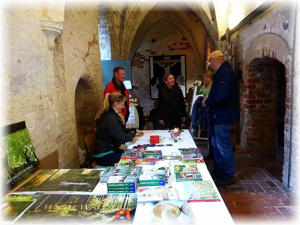 hier dürfen die 2 Euro Eintritt entrichtet werden und dazu kann auch reichlich Fachliteratur käuflich erworben werden, die die Gadebuscher Buchhandlung Schnürl und Müller anboten..