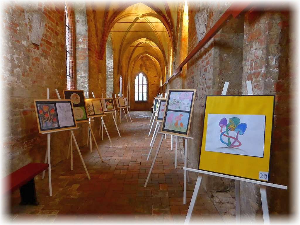 auch in diesem Jahr waren besonders schöne Zeichnungen und Bilder von Rehnaer Schülern auf einer Staffelei ausgestellt und konnten unter Abgabe von Stimmzettel bewertet werden.