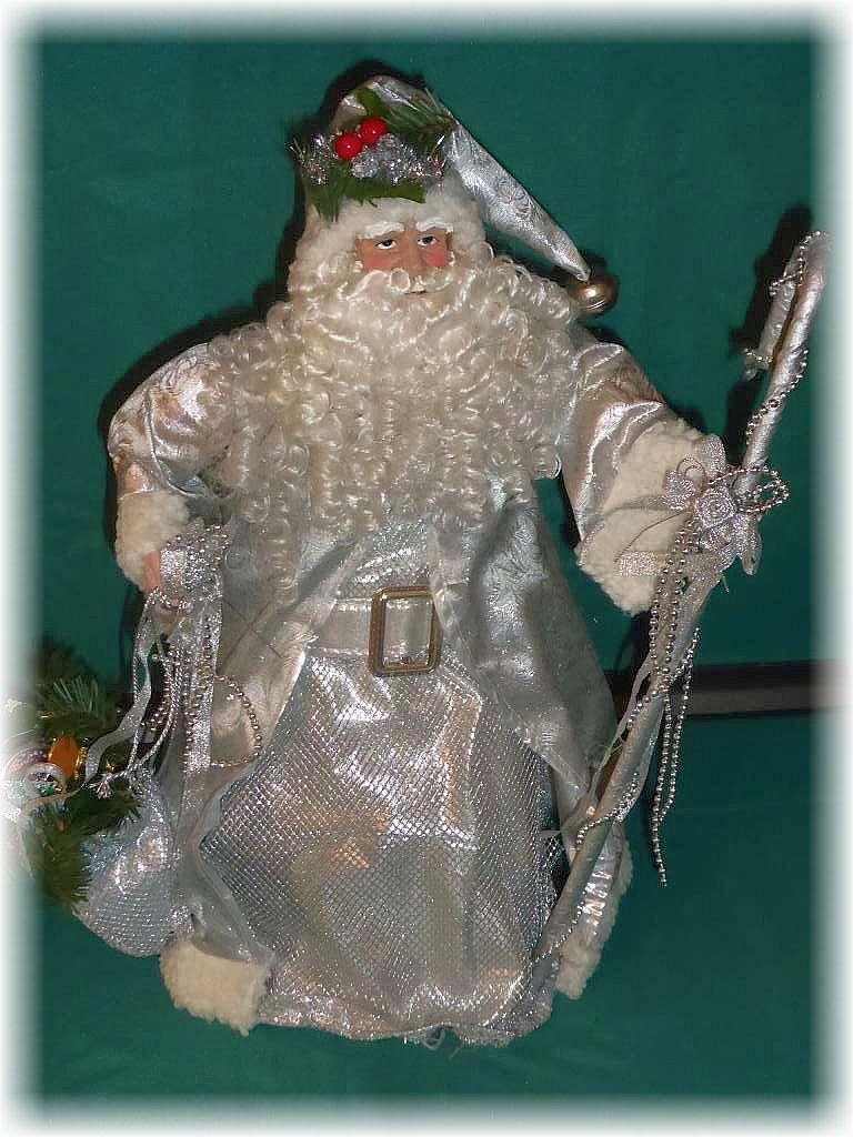 Wald nun ist Weihnachtszeit. Wieder geht ein Jahr seinem Ende entgegen. Zur Zeit, wir haben Mitte November, regiert bereits Väterchen Frost mit seinen eisigen Tepter und stimmt uns unmißverständlich auf die schönste Zeit des Jahres ein. Der stimmungsvollen Weihnachtzeit.