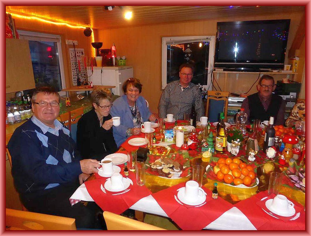 Inzwischen füllte sich auch unser Seminarraum mit unseren Gästen und sie ließen sich Kaffee und Kuchen munden.