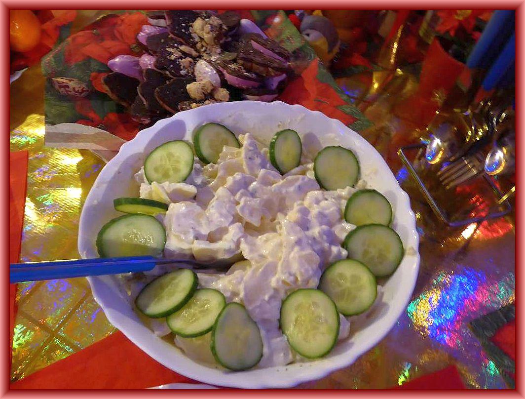 Danach ludt Irena zum Abendessen ein. Es gab u. a. Soljanka, Bockwurst, Kartoffelsalat und Bouletten.
