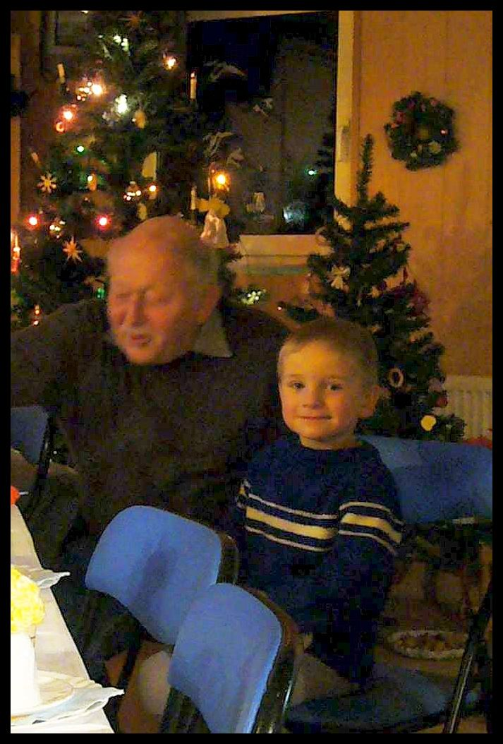 Helmut und Sohn Jonas auf der Weihnachtsfeier der Pilzfreunde in Keez im Jahre 2008.