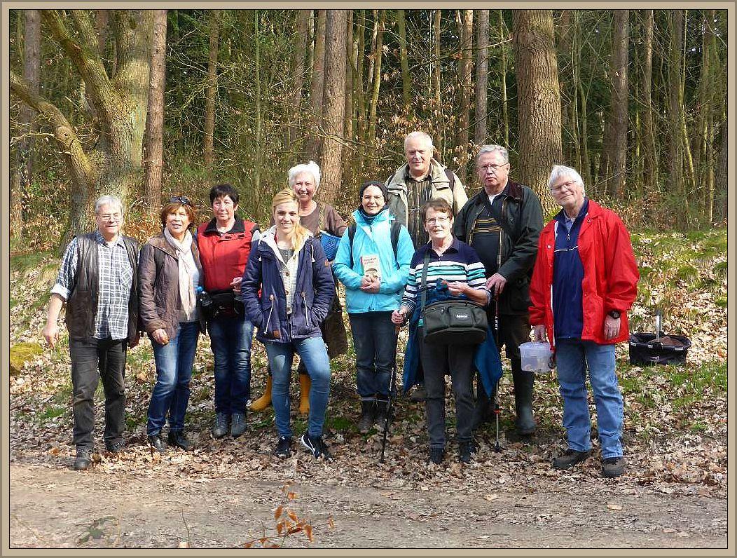 Und das war die 10köpfige Truppe, die heute mit einer Pilzwanderung durch den Forst Farpen die Pilzsaison 2017 eröffnete.